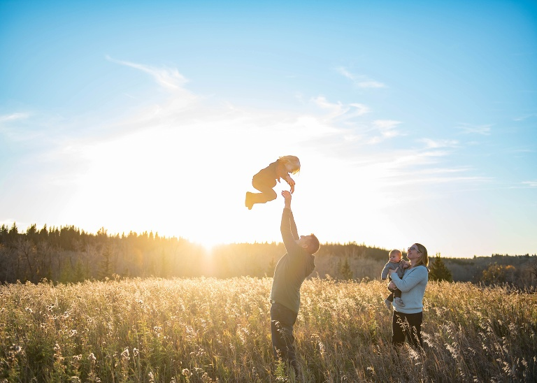 Calgary newborn, family, child and maternity photographer specializing in family photography_0079